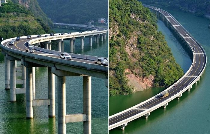 Китайский мост вдоль реки